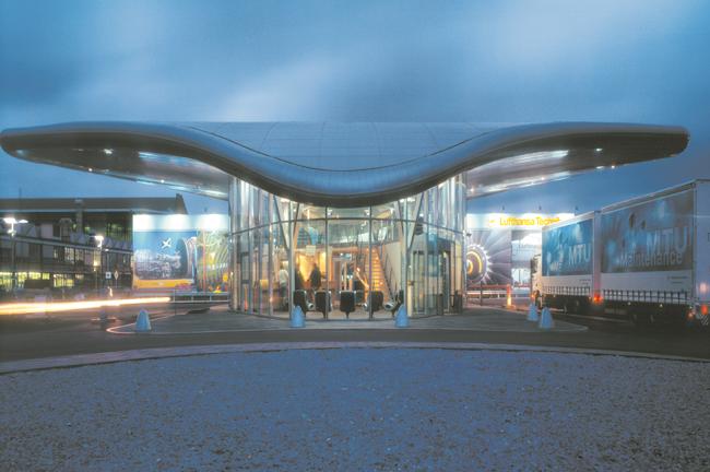 FASSADE - Empfangsgebäude Lufthansa Technik AG - Gebäude des Jahres 2000