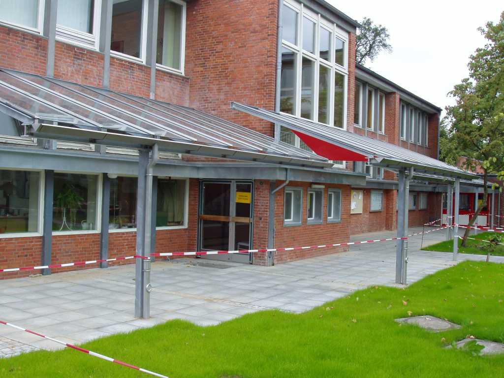 2004 - Vordachanlage am Gymnasium Rahlstedt