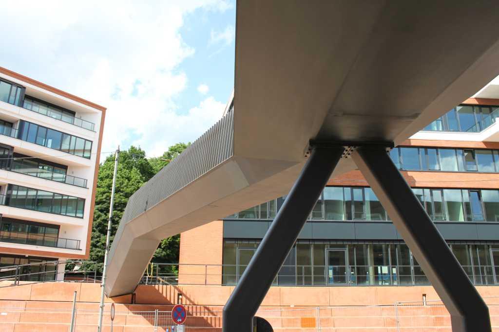 Hochwasser-Fluchtbrücken - Akzente aus Stahl | Buthmann Ingenieur-Stahlbau AG aus Glinde bei Hamburg