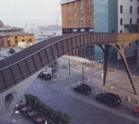 19. Februar 2001Die WeltFluchtbrücke Stadtlagerhaus