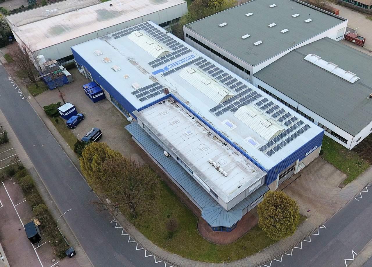 Buthmann Stahlbau AG - 3 Drohnenbilder von unserer neuen Photovoltaikanlage