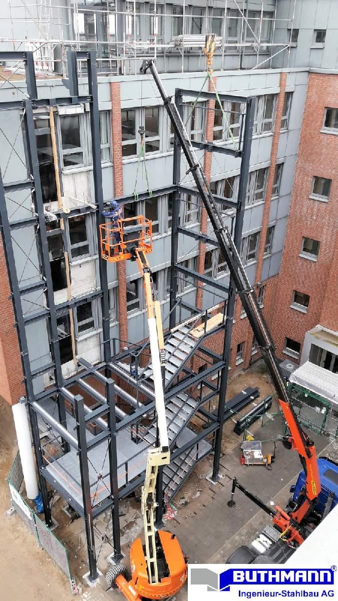 Bauvorhaben 2 große Fluchttreppentürme 08